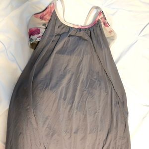 COPY - Lululemon bubble tank w/ built in sports b…